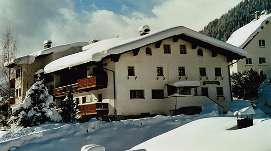 We offer completely furnished rooms situated in St. Anton at the Arlberg in a sunny, quiet location with a view of the Arlberg Stanzer valley.